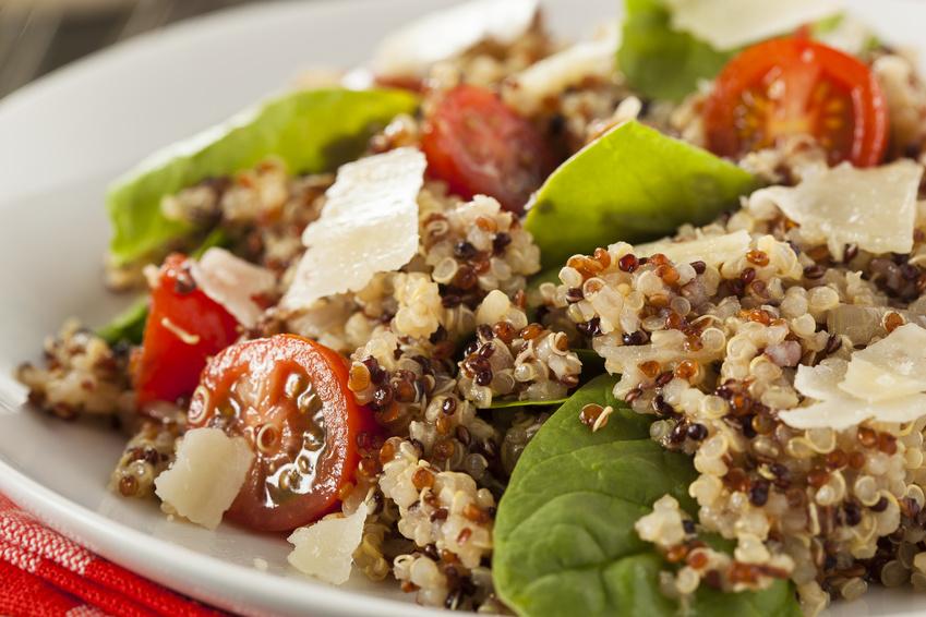 Quinoa ist eine immer beliebter werdene Zutat, beispielsweise in Salaten, Suppen oder Müslis.