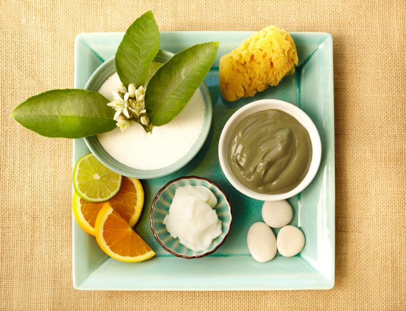 Pflanzliche Öle und Wachse werden zu Ölen, Seifen und Cremes verarbeitet.