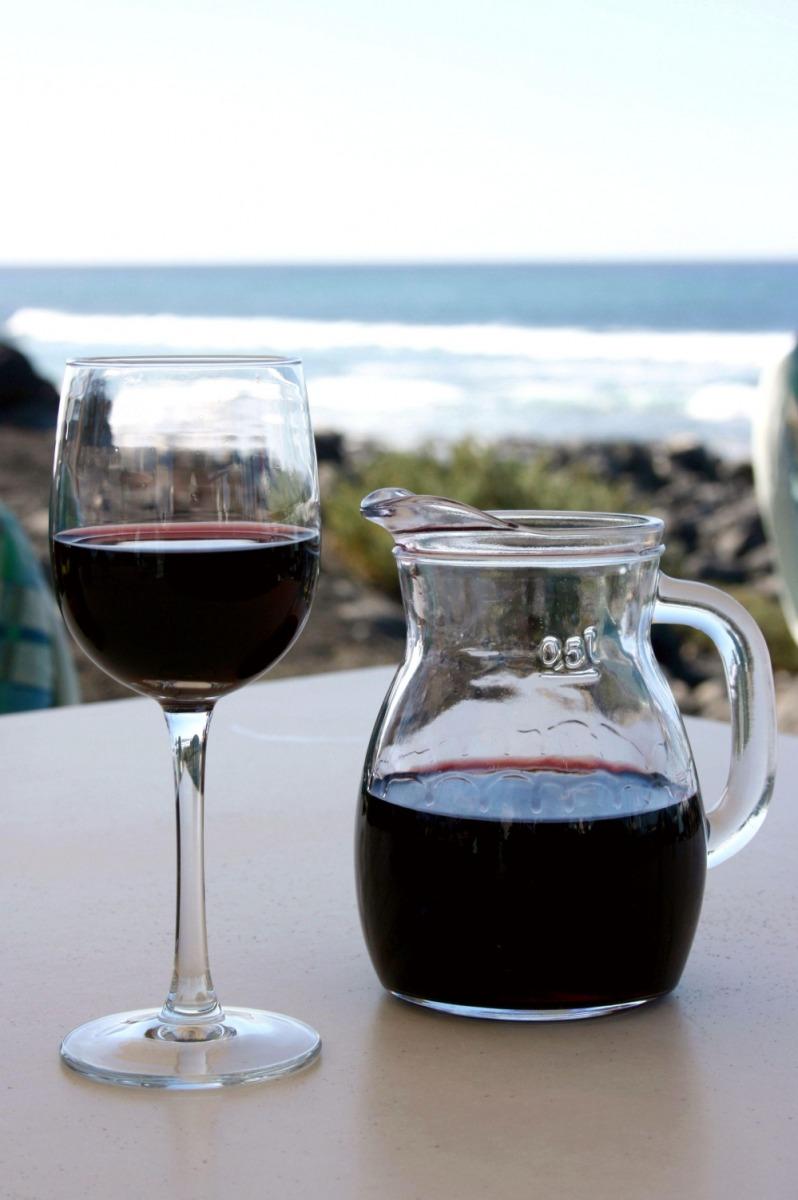 Auch Wein hinterlässt einen Fingerabdruck (Quelle: © wrw / www.pixelio.de)