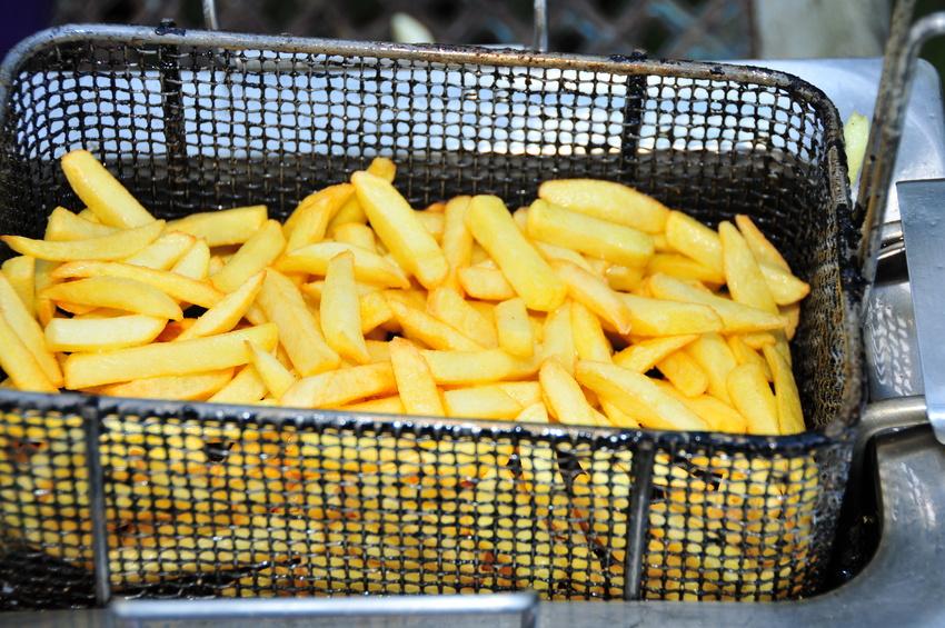 """In den USA wurde eine GV-Kartoffel zugelassen, die mit Hilfe neuer Gentechnik-Methoden, dem sogenannten """"genome editing"""", entstanden ist. Ihr Vorteil: Wird Sie hohen Temperaturen z. B. beim Frittieren ausgesetzt, entstehen 75 Prozent weniger Acrylamide. Acrylamid gilt als potentiell krebserregend."""