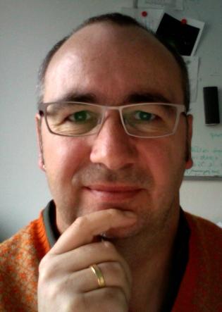 Dr. Klaus Mayer arbeitet am Helmholtz Zentrum in München und leitet die Arbeitsgruppe Pflanzengenome und Systembiologie.
