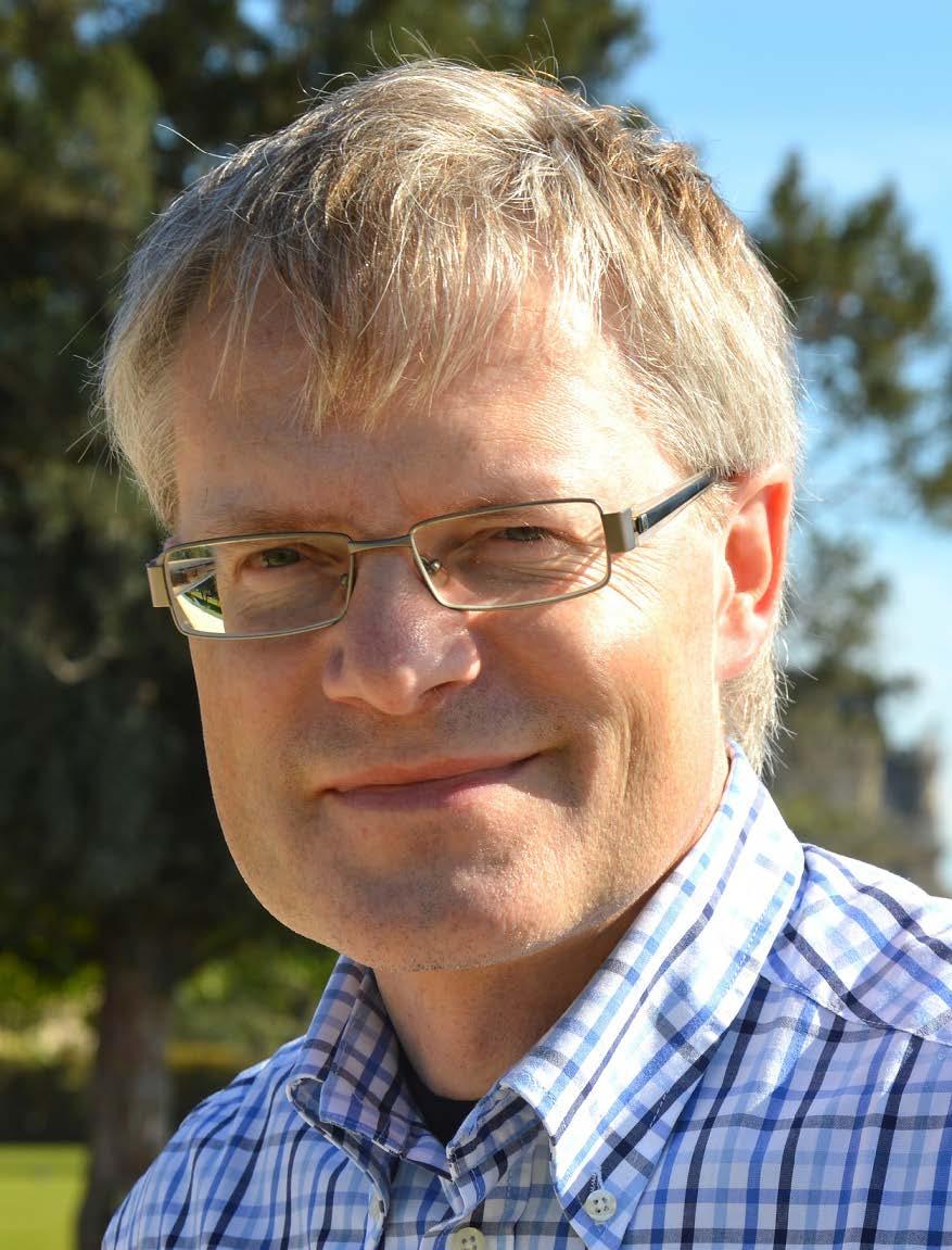 Bernd Müller-Röber ist Mitarbeiter des Max-Planck-Instituts für Molekulare Pflanzenphysiologie und Professor an der Universität Potsdam in Golm. Zu seinen Schwerpunkten zählen die Pflanzengenomforschung, Wachstumsprozesse und Genregulation bei Pflanzen.