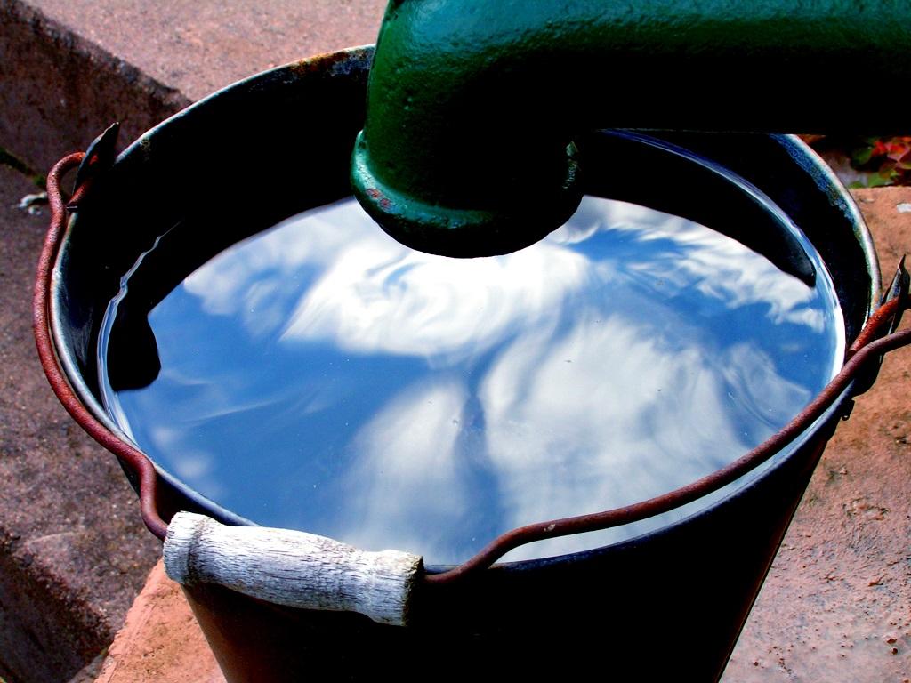 Alle Menschen haben das Recht auf Zugang zu sauberem Wasser. Doch weltweit gibt es viele Regionen, in denen Trinkwasser verunreinigt ist, beispielsweise mit dem Schwermetall Arsen.