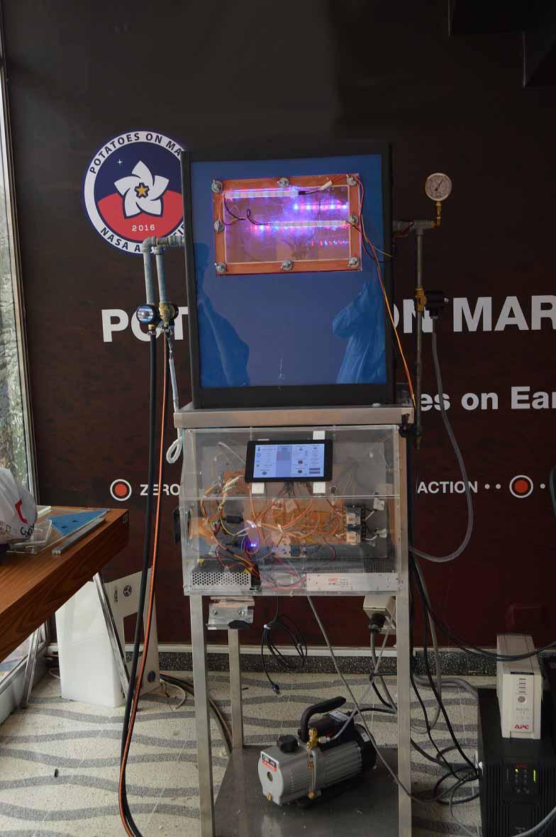 Im hermetisch abgeschlossenen Container erzeugten die Forscher Bedingungen, wie sie auf dem Mars herrschen.