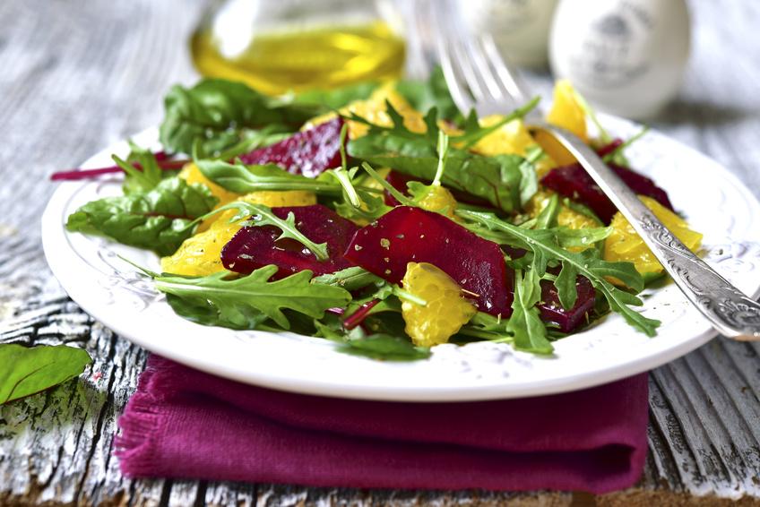Die Menschenaffen, Hominiden, ernährten sich überraschend vielfältig. Im Winter und Frühling gab es dabei viel grünes Gemüse. (Bildquelle: © lilechka75/Fotolia.com)