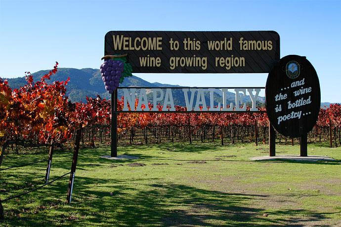 Das Napa Valley lockt jedes Jahr im Herbst unzählige Weintouristen aus dem ganzen Land nach Kalifornien. Das erste Weingut wurde anno 1861 von einem Preußen namens Charles Krug gegründet.