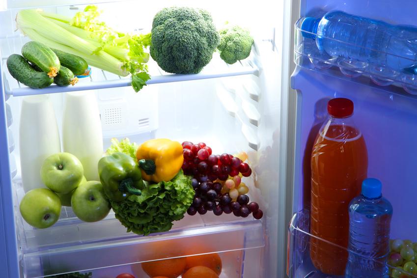 In einem regelmäßigen Tag-Nacht-Rhythmus produzieren Pflanzen mehr Stoffe, die gut für unsere Gesundheit sind. Da es im Kühlschrank immer dunkel ist, klappt das dort leider nicht. (Quelle: © Africa Studio / Fotolia.com)