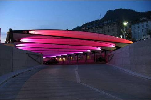 Das Dach dieses Parkhauses in Montreux, Schweiz wurde mit der aufblasbaren Leichtbautragstruktur Tensairity® erbaut. Bald könnte es mit einer selbstreparierenden Beschichtung ausgerüstet sein.