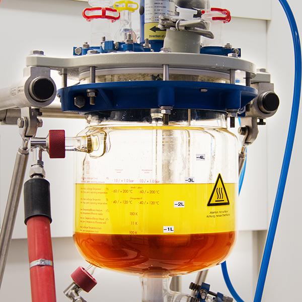 Bei der Biodiesel-Produktion entsteht Glycerin (dunkle Phase) als Nebenprodukt.