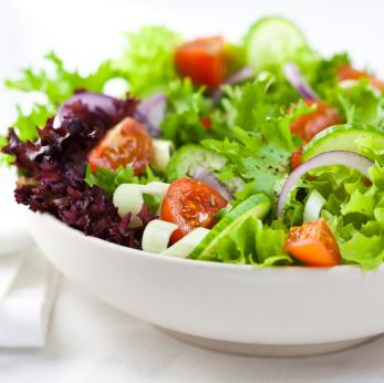 Pflanzliche Nahrung kann in den Stoffwechsel eingreifen. (Quelle: © iStockphoto.com/ Barbara Dudzi?ska)