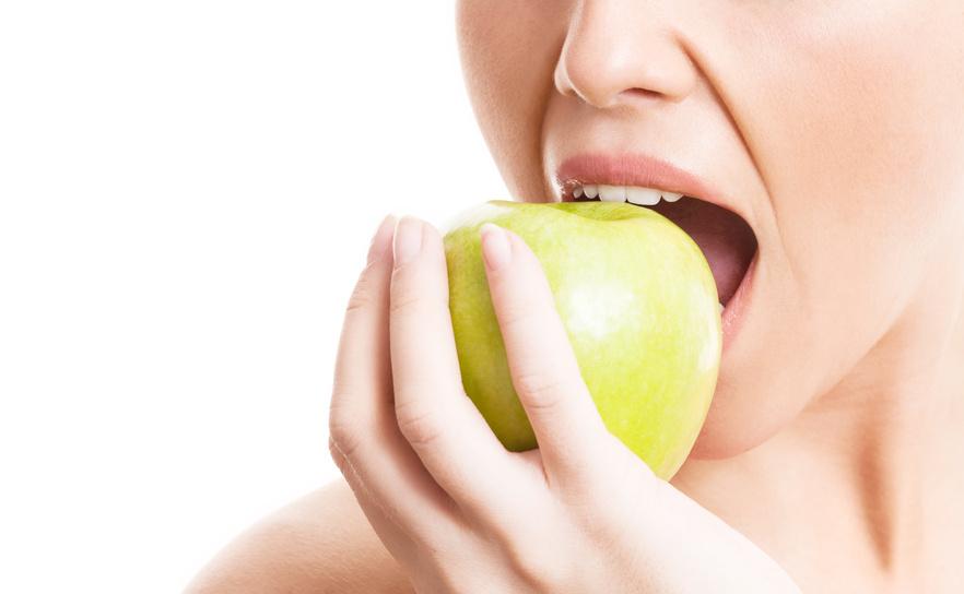 Die Ernährung ist ganz wesentlich für einen gesunden Teint. (Quelle: © LanaK / Fotolia.com)