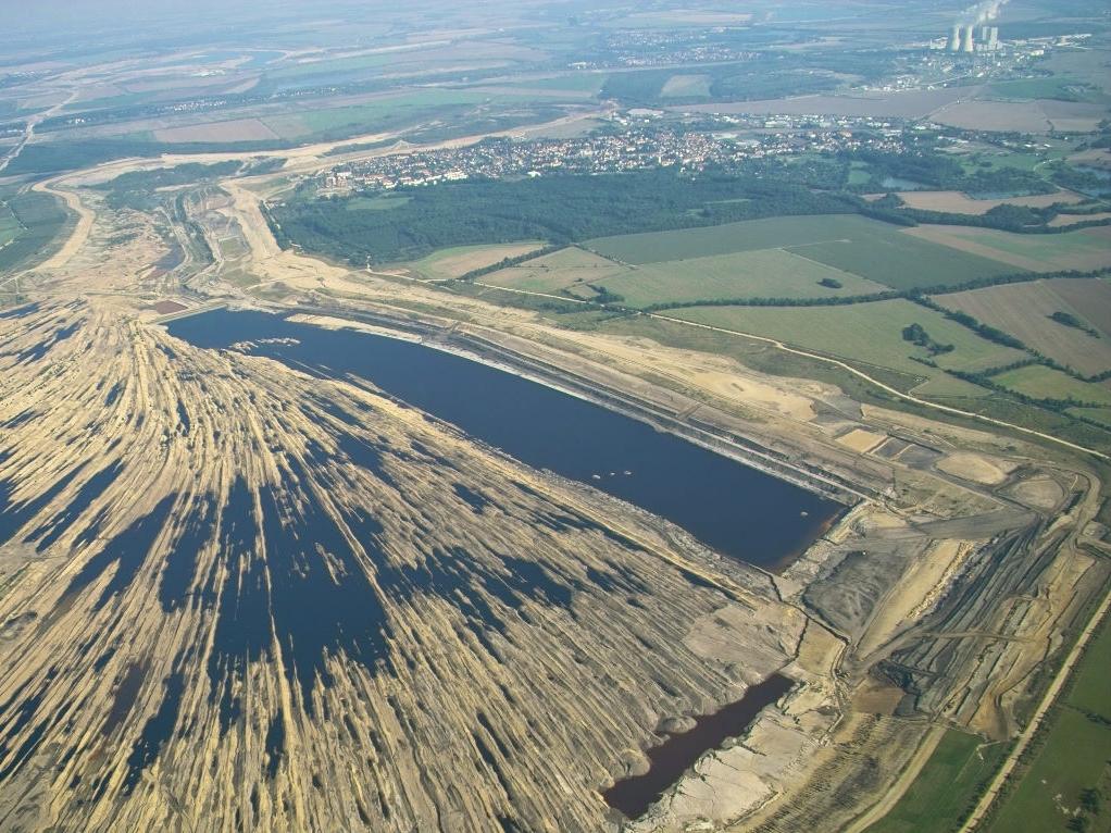 Verwaister Tagebau: In solchen Regionen könnte bei Pilotstudien die Wirkung von Basaltpulver auf Ökosysteme untersucht werden.