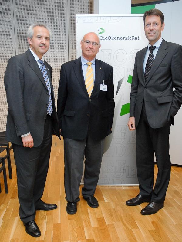 v.l.: Prof. Dr. Reinhard F. Hüttl, Christian Patermann und StS. Georg Schütte (Quelle: © BioÖkonomieRat).