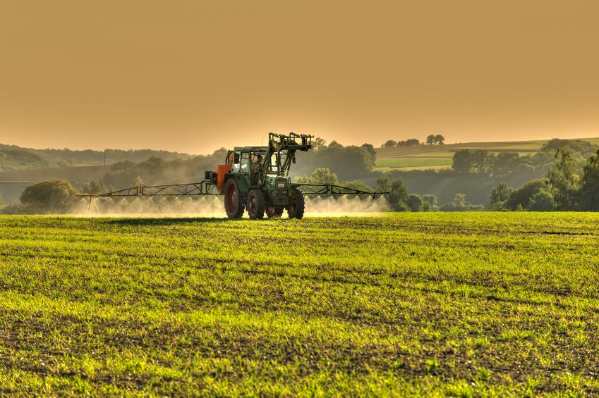 In der Regel wird Glyphosat nach der Ernte und vor der Aussaat der Samen auf die Stoppelfelder gespritzt (Nacherntebehandlung).