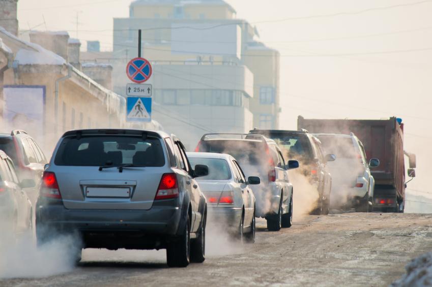 Wir schleudern bei jeder Autofahrt Abgase in die Luft.