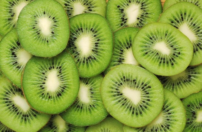 Kiwis: Die Beerenfrucht ist heute eine der beliebtesten Obstsorten und ein wichtiger Exportartikel. (Quelle: © iStockphoto.com/GeorgeDolgikh)