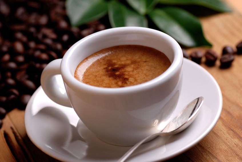 Wer unter Stress steht, trinkt meist mehr Kaffee oder Tee. (Bildquelle: © al62 - Fotolia.com)