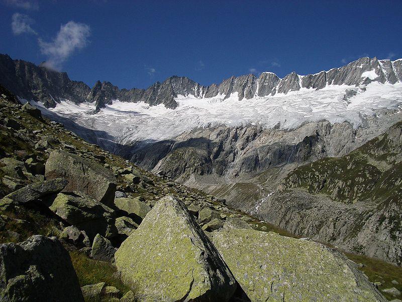 Der Dammagletscher im Schweizer Kanton Uri ist für Forscher zu einem wichtigen Freilandlabor geworden, um die Prozesse der frühen Bodenentwicklung zu untersuchen (Quelle: © Paebi/ wikipedia.de; CC BY-SA 3.0).