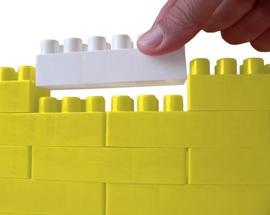 Die synthetische Biologie: Nach dem Legoprinzip versuchen Wissenschaftler den Code des Erbguts zu verändern oder neu zu schreiben.