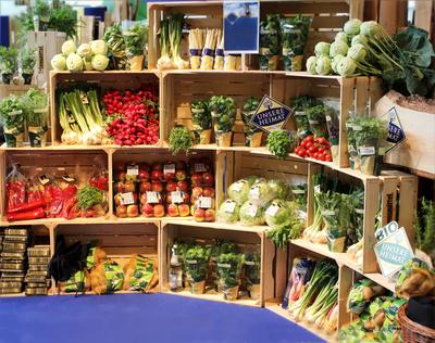 Bio-Lebensmittel sind gefragt. So sehr, dass heimische Erzeuger die Nachfrage nicht bedienen können. Trotz des starken Wachstums bildet die Biobranche jedoch nach wie vor eine Nische im Lebensmittelhandel.