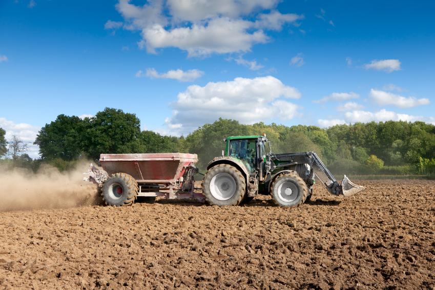 Intensiv gedüngte Äcker setzen oftmals große Mengen Ammoniak frei. (Quelle: © iStockphoto.com/ handsomepictures)