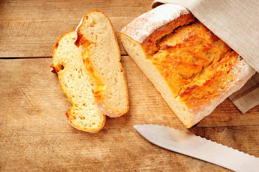 65 kg Weizen, z. B. in Form von Brot, verzehrt jeder Mensch durchschnittlich pro Jahr. In Zentral Asien sind es sogar 143 kg pro Person und Jahr, gefolgt von 139 kg in Nordafrika, 138 kg in West Asien und 109 kg in Europa.