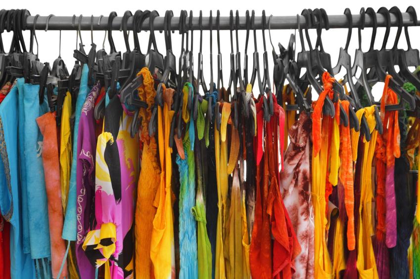 Ein Großteil unserer Kleidung besteht aus Naturfasern, zum Beispiel aus Baumwolle oder Leinen. Zunehmend werden Textilien auch wieder mit Pflanzenfarben gefärbt.