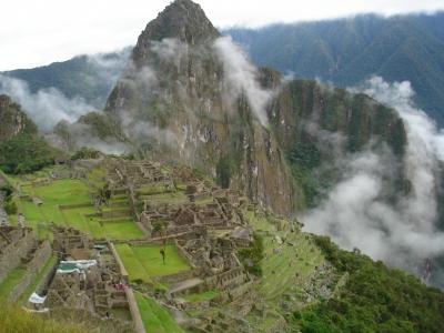 Machu Picchu in den Anden Perus. Bisher dachten Wissenschaftler, dass die Kulturbohne Phaseolus vulgaris aus diesem Gebiet Südamerikas stammt. Neuen Ergebnissen zufolge ging die grüne Hülsenfrucht jedoch aus mexikanischen Wildpflanzen hervor. (Quelle: © Claudia Kaufmann/ pixelio.de)
