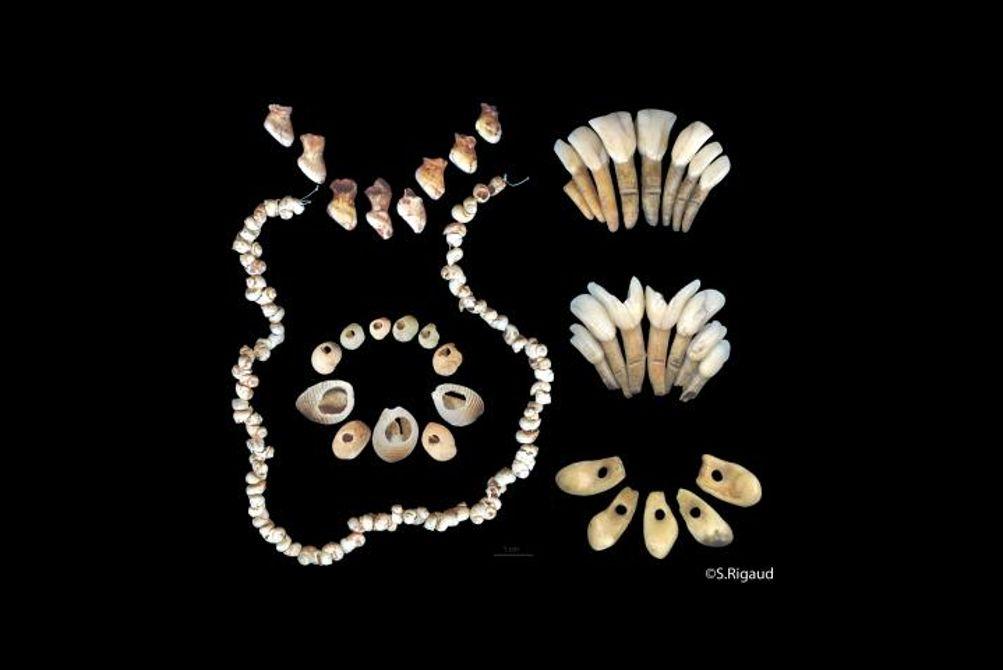 Dies sind Beispiele für den Schmuck, den die letzten europäischen Jäger- und Sammlergesellschaften trugen. (Bildquelle: © Solange Rigaud)