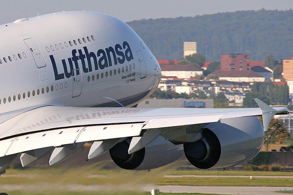 Auch die deutsche Lufthansa setzt sich mit dem Thema Bio-Kerosin auseinander.Für das laufende Jahr sind rund 5.000 Flüge geplant, in denen die Maschinen mit Bio-Kerosin betankt werden.