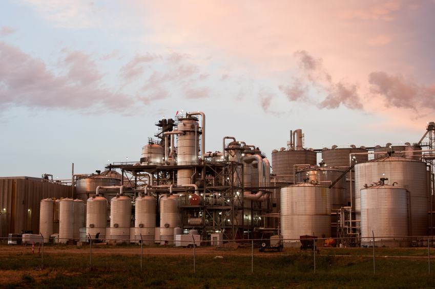 Die Erzeugung von Ethanol für die Verwendung als Biokraftstoff ist eine Form Biomasse energetsich zu nutzen. (Quelle: © iStockphoto.com/ tornadochaser)