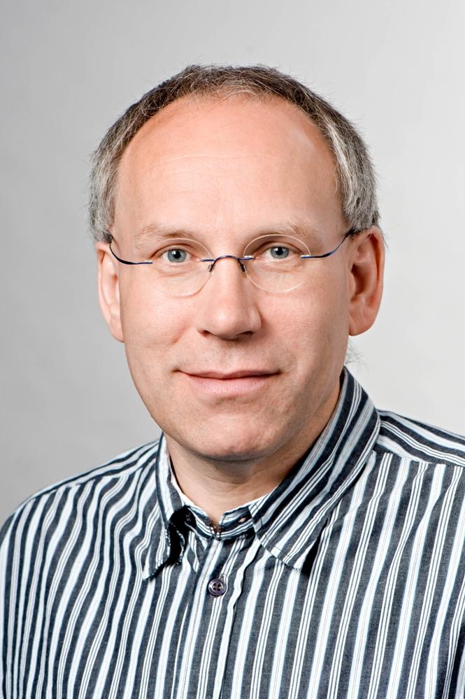 Prof. Dr. Wilfried Schwab  erforscht Erdbeeren. Er ist Projektkoordinator des GABI-Projekts FraGenomic (Quelle: © Prof. Schwab).