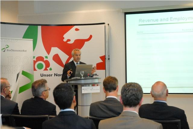 Prof. Dr. Reinhard F. Hüttl, Vorsitzender des BioÖkonomieRats, stellt in Brüssel die Prioritätenliste zur Bioökonomie-Forschung vor (Quelle:© BioÖkonomieRat).
