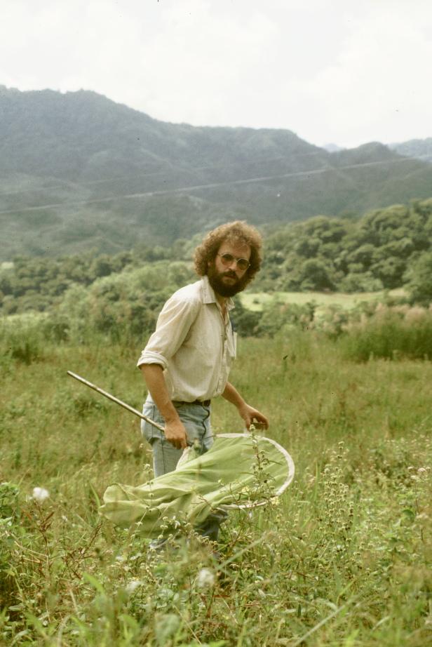 Schmetterlingsjagd auf den Philippinen (1985). Mit seiner Begeisterung für Schmetterlinge begann Josef Setteles wissenschaftliche Karriere als Ökologe.