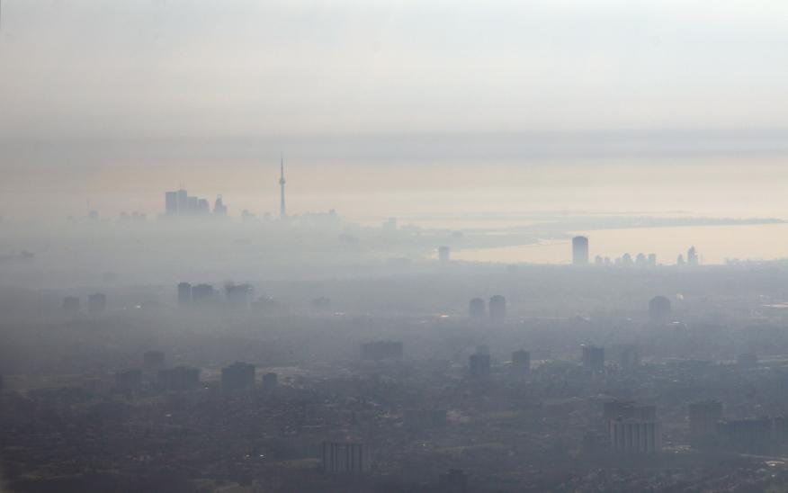 Der Dunst der Großstadt: Feinstäube entstehen unter anderem durch Autoabgase, Reifen- und Bremsenabrieb.