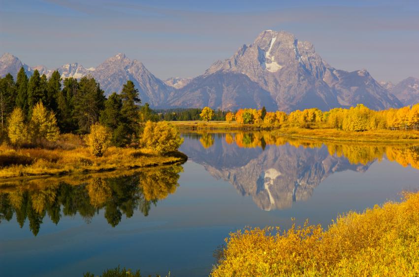 """""""Oxbow Bend"""" des Snake River im Grand Teton National Park in Wyoming/USA: Die räumliche Vernetzung verschiedener Ökosysteme sichert biologische Vielfalt. (Quelle: © iStockphoto.com/ltphoto)"""