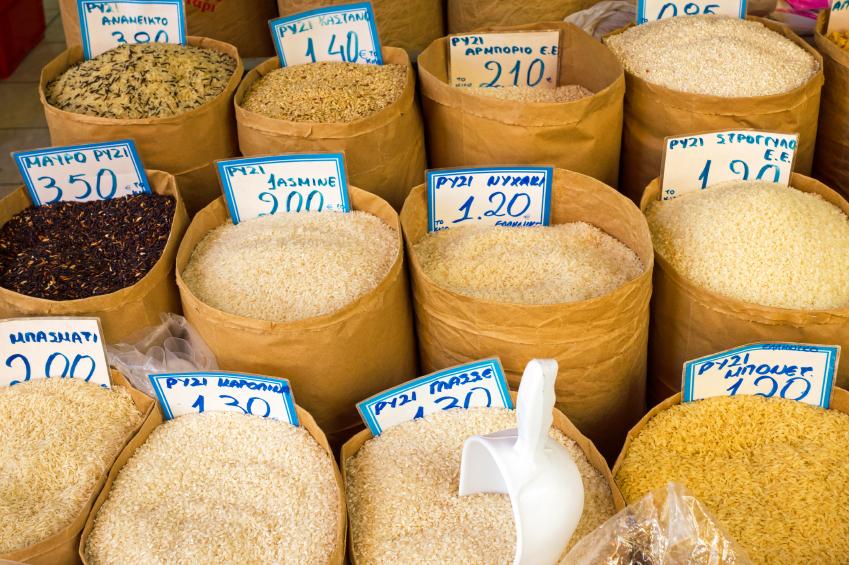 Große Vielfalt: In Afrika und Asien wurde Reis unabhängig voneinander domestiziert. Die asiatische Reisart Oryza sativa hat viele Unterarten (z.B. Basmati-Reis). Die afrikanische Reisart Oryza glaberrima ist zwar widerstandsfähiger als asiatische Reissorten, liefert aber auch geringere Erträge.